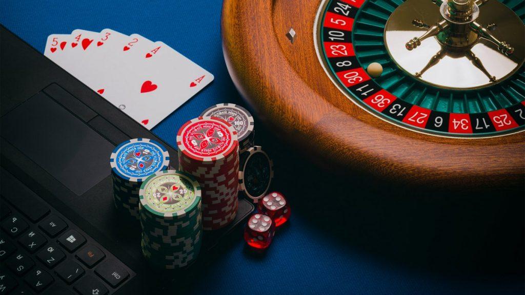 Kiinnostaako baccaratin pelaaminen verkossa? Näin pääset alkuun